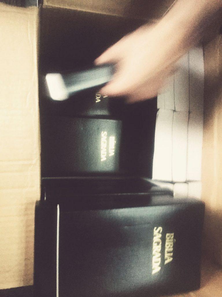 woroniecki-giving-bibles